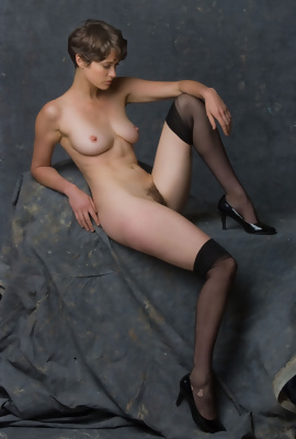 Erotic model Helena in fetish nude art